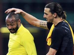 AC Milan's Ibrahimovic and Arsenal's Henry leave the field after their Champions League round of 16 soccer match in Milan