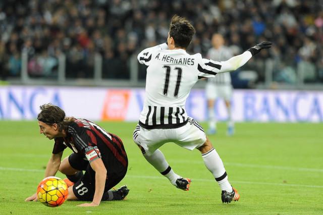 FOTO IPP/Massimo Rana Torino 21-11-2015 Calcio Campionato di Serie A 2015/2016 Juventus-Milan Nella Foto riccardo montolivo e hernanes Italy Photo Press - World Copyright