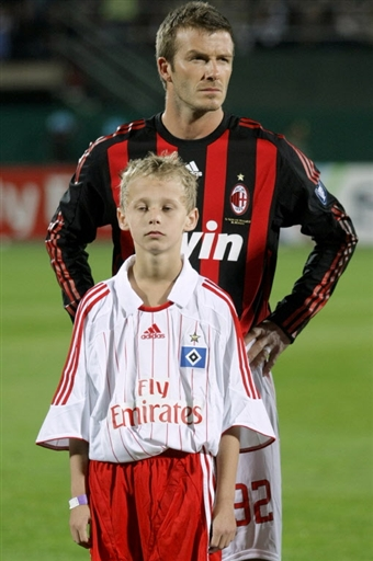 British midfielder David Beckham stands on the pitch before the start of the Dubai Challenge Cup football match between AC Milan and SV Hamburg in Duabi, on January 06, 2009. Former Manchester United and Real Madrid star Beckham plays for Los Angeles Galaxy in the United States but has joined AC Milan on a short-term loan as he bids to extend his England career.            AFP PHOTO/MARWAN NAAMANI