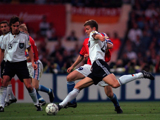 UNITED KINGDOM - JUNE 30: FUSSBALL: EURO 1996 FINALE CZE - GER 1:2 n.V. in London am 30.06.96, Das 1:2 durch Oliver BIERHOFF - GER (Photo by Mark Sandten/Bongarts/Getty Images)