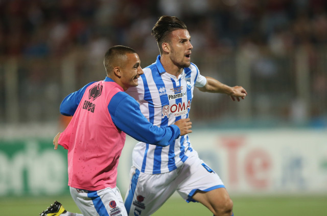 TRAPANI, ITALY - JUNE 09: Valerio Verre of Pescara celebrates the equalizing goal during the Serie B match between Trapani Calcio and Pescara Calcio at Stadio Provinciale on June 9, 2016 in Trapani, Italy. (Photo by Maurizio Lagana/Getty Images)
