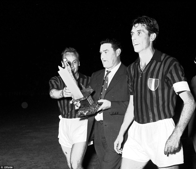 347566c300000578-3606437-ambrogio_pelagalli_nereo_rocco_and_cesare_maldini_walk_off_the_p-a-9_1464092585838