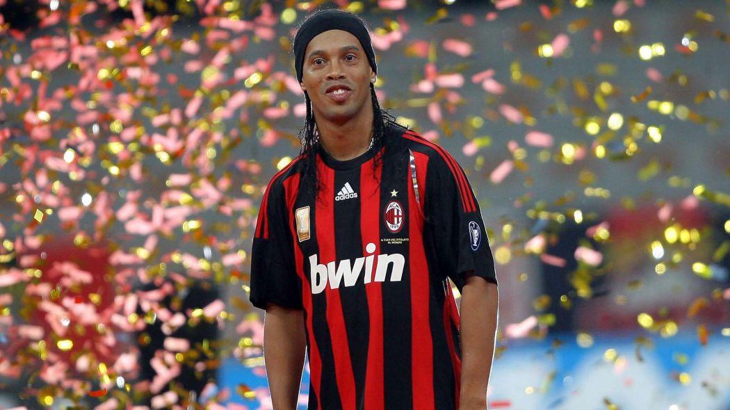 Фото ronaldinio в футбольном клубе милан