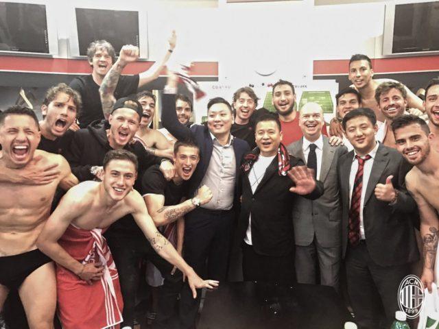 После матча в раздевалке Милана
